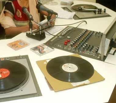radio-jockey-b-2-3-2013