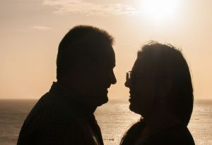 People_in_love_in_Juan_Griego_sunset