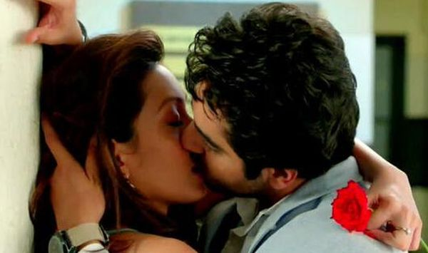 386611-ayushmann-seals-new-song-with-a-kiss-watch-saadi-galli (1)