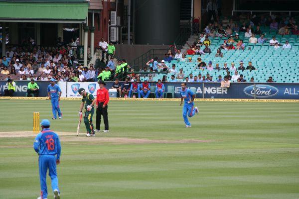 Irfan_Pathan_bowling_(ODI)