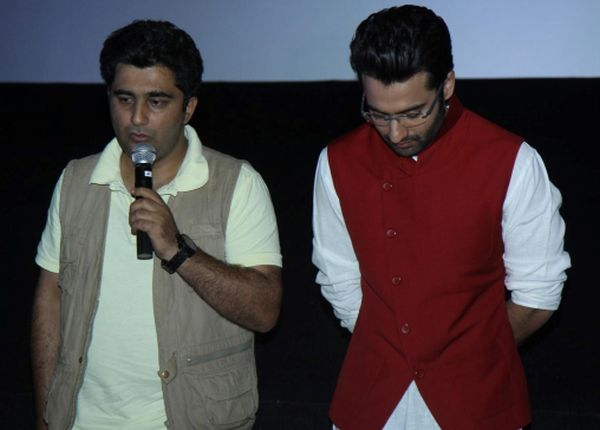 1ku7p1rs4hbnvpkt.D.0.Director-Syed-Ahmad-Afzal-with-Jackky-Bhagnani-at-film-YOUNGISTAN-first-look-launch-in-Mumbai