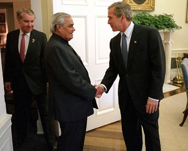 Bush_Vajpayee_Oval_Office
