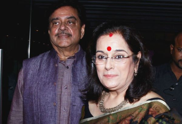 Shatrugan and Poonam Sinha at the Lootera Success Bash at Escobar