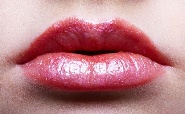 Peach colored lips