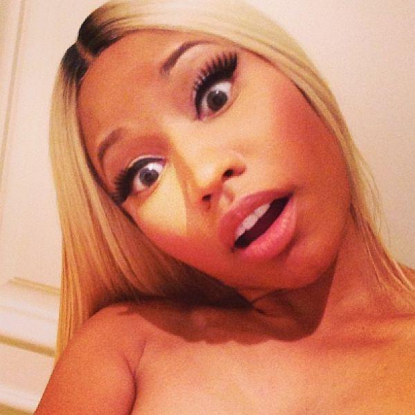 Nicki Minaj  NUDE SELFIES