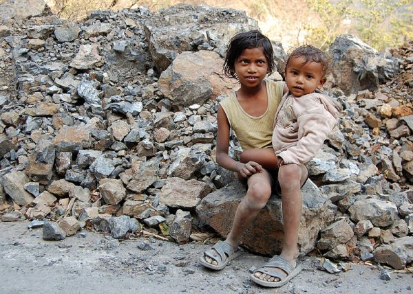 800px-Kids_in_Rishikesh,_India