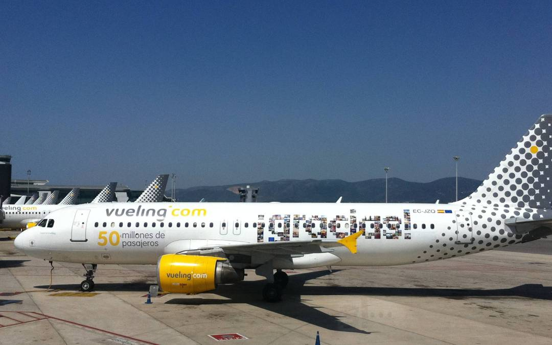Vueling AirPlane printed with Instagram Pics The Video Making Off
