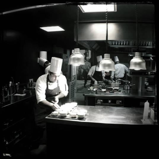 """El equipo de Cocina recibe cada año cocineros venidos del mundo entero para """"aprender"""" a ser un chef de cocina."""