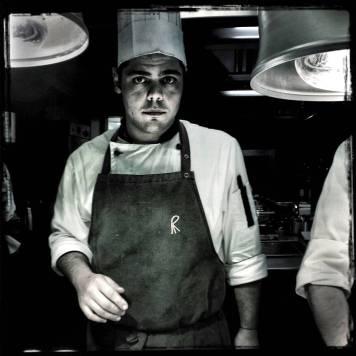 """Gianpiero lleva unos meses en El Celler de Can Roca. Está en prácticas y nos dice """"trabajar aquí es como un sueño"""". Espero volver a Cerdeña y poder abrir su propio restaurante."""