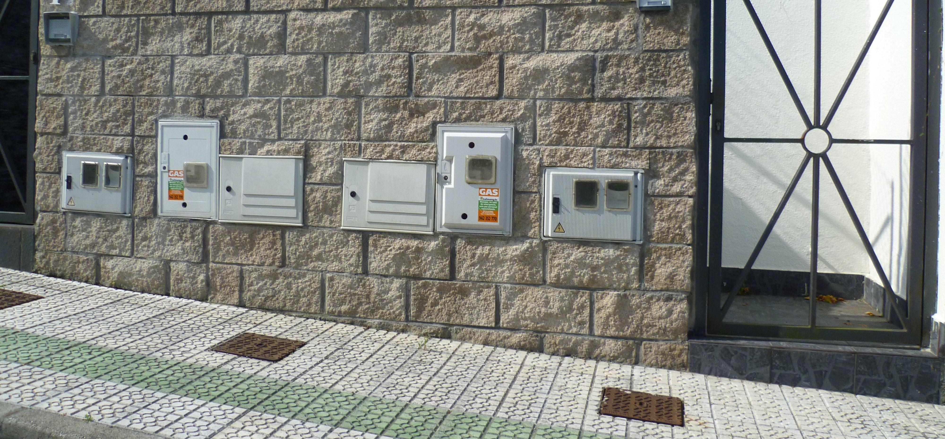 Instalacin elctrica y de ICT en urbanizacin de chalets pareados  Instalaciones Elctricas en Viviendas y Edificacin
