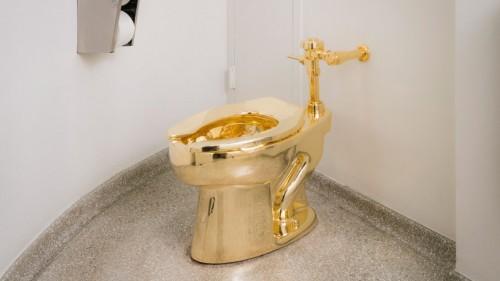 Toiletbezoek met een gouden randje