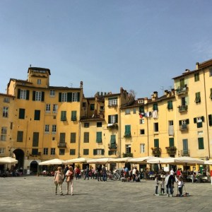 Life in Italy: Piazza Anfiteatro in Lucca, Tuscany