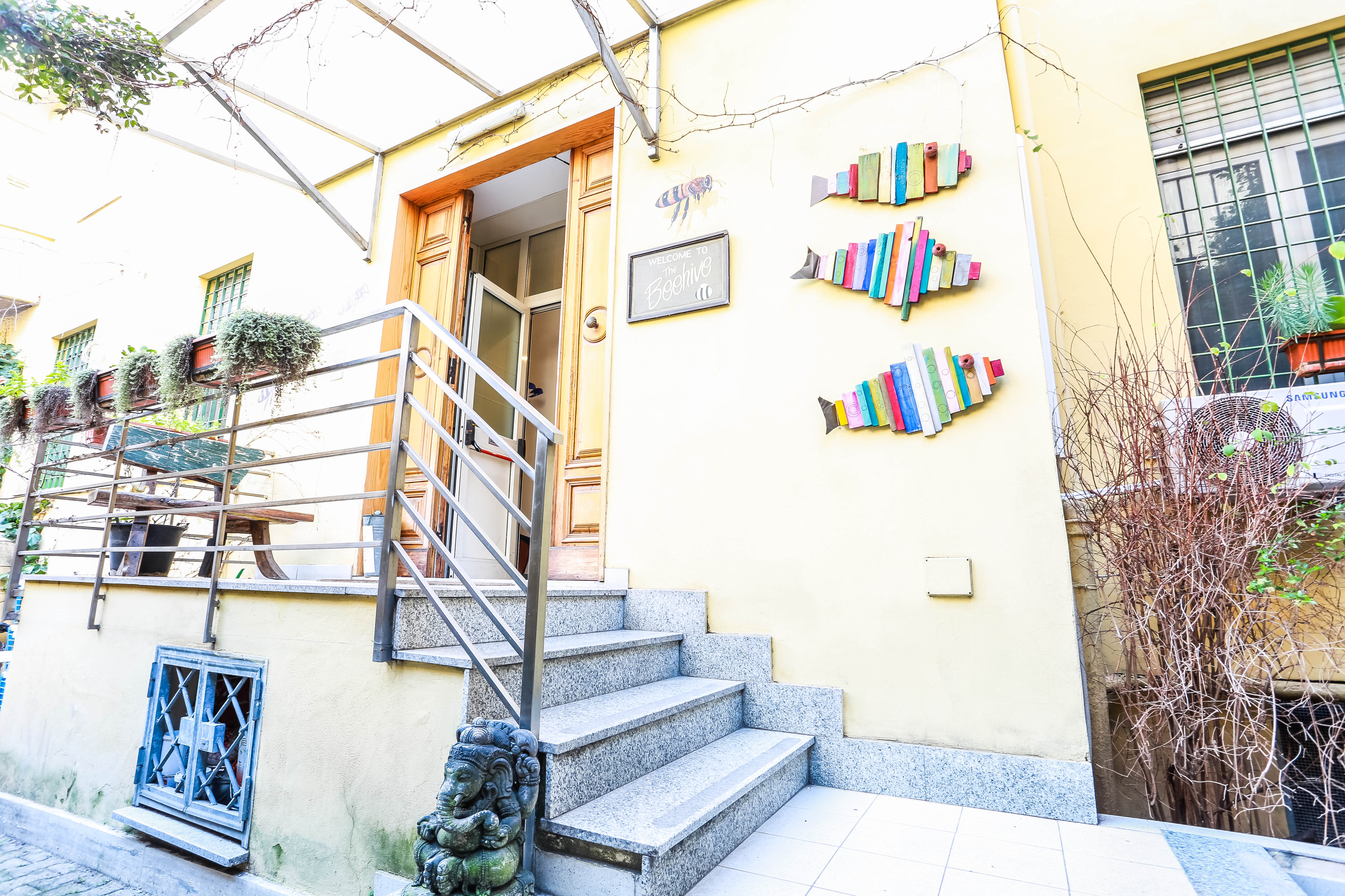 Living In Rome And Doing Business In Italy With Linda Of The Beehive Hostel, The Entrance