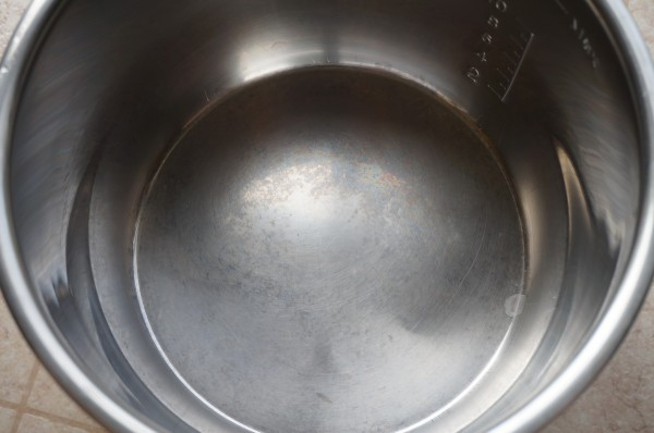How to Clean the Bluish Marks at the Bottom of the Instant Pot Smart Inner Pot