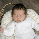 Portrait bébé habillé en studio – Louise