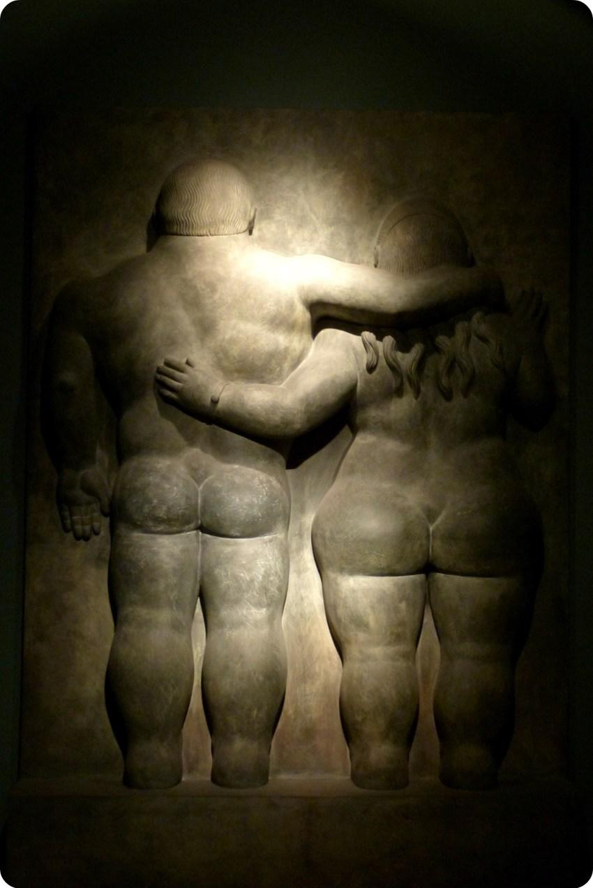 Sculpture d'un couple de dos au Musée Botero de Bogotá