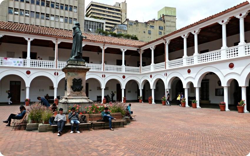 Patio de la universidad del Rosario de Bogotá