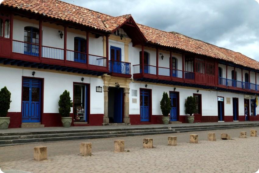 Edificios en la plaza de Zipaquira