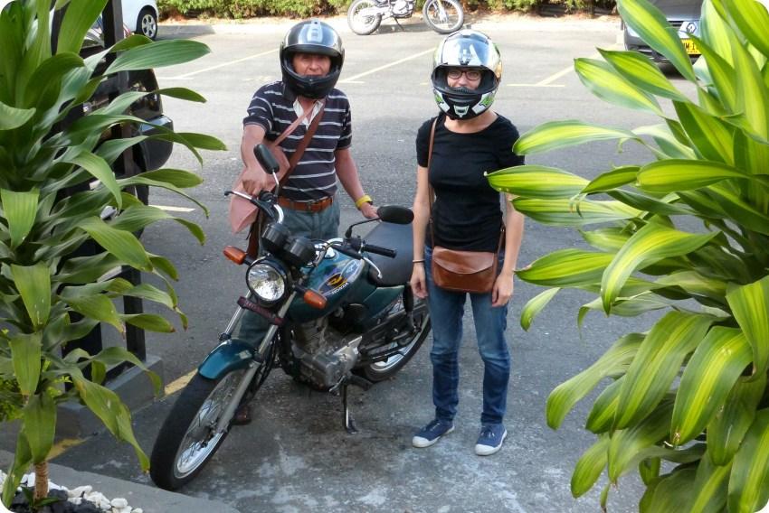 Antimo et moi devant la moto avant de partir au marché