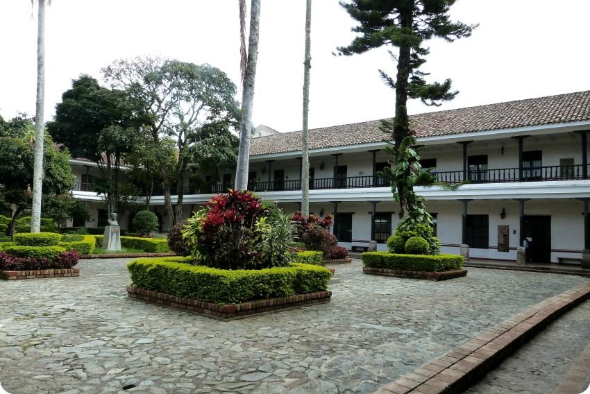 Patio de la Faculdad de derecho en Popayán