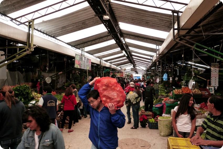 hangar au marché de Bogotá