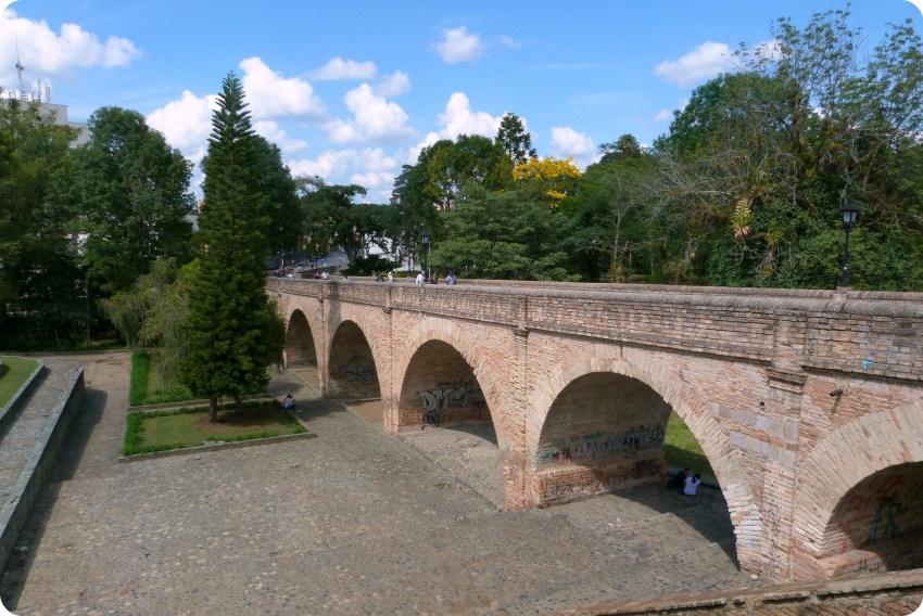 Puente del humilladero en el centro histórico de Popayán