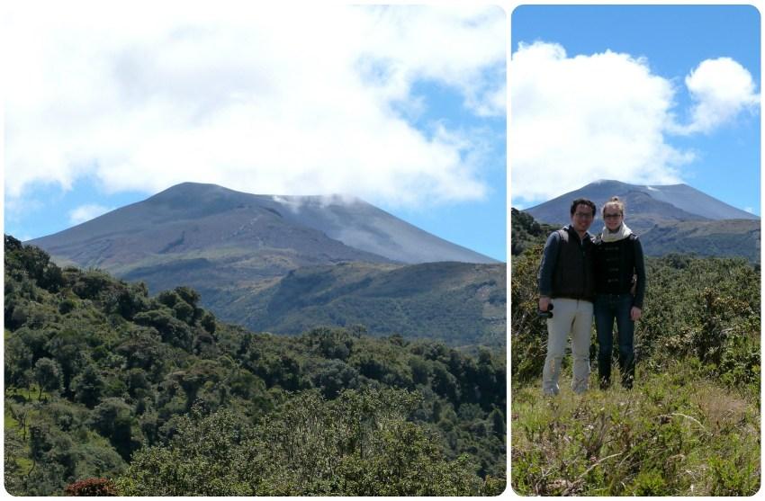 nosotros con el volcan Puracé detras en el parque natural puracé