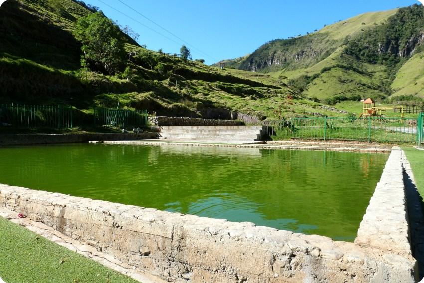 angle d'une piscine d'eau thermale à Aguas Tibias de Coconuco