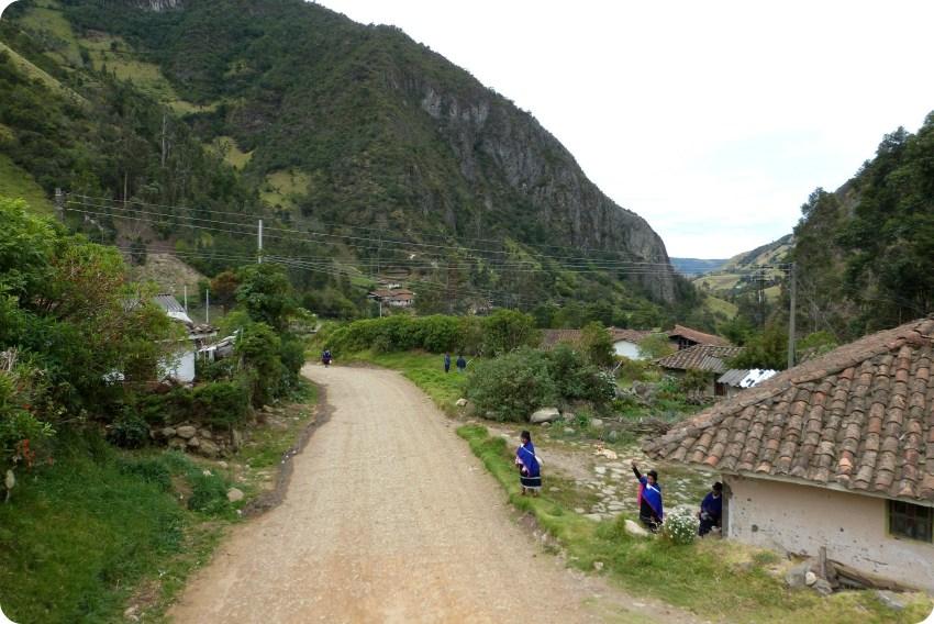 chemin dans un paysage guambiano à silvia