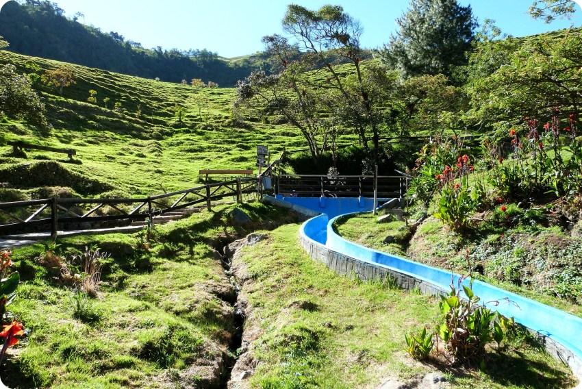 tobogán en Aguas Tibias de Coconuco