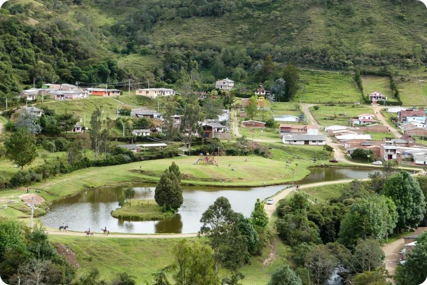 vue sur le lac chiman à Silvia depuis l'église de belen