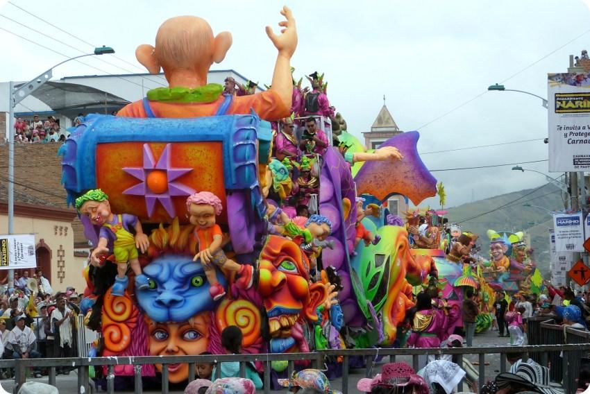 char vu de derrière au carnaval de Pasto