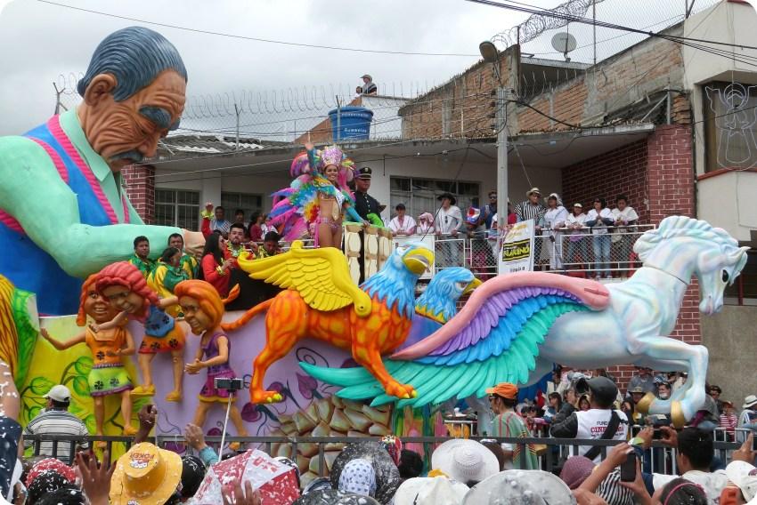 carro de la reina del carnaval de Pasto