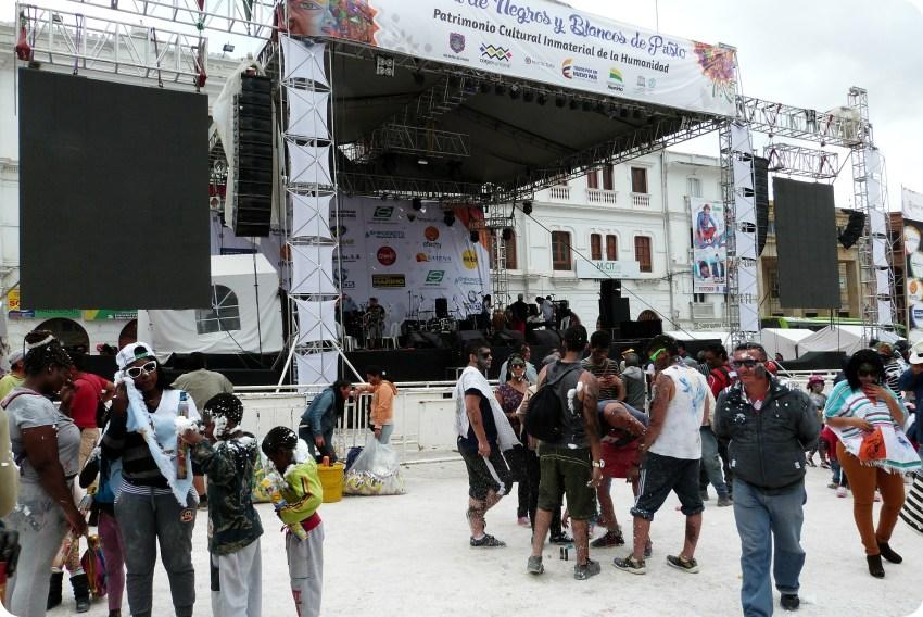 escena durante el carnaval de Pasto en la plaza Nariño