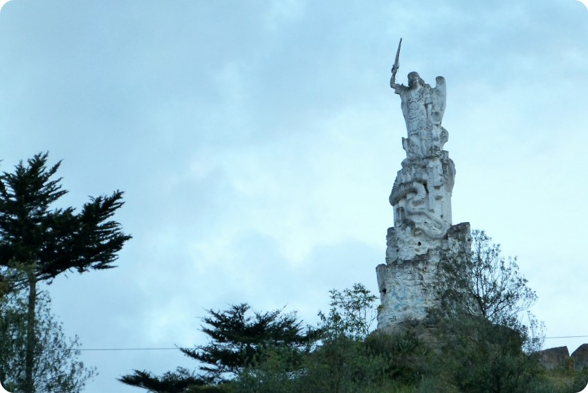 estatua en el Santuario de las Lajas de Ipiales