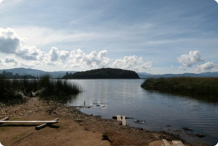 La isla de la Corota en la laguna de la Cocha de Pasto
