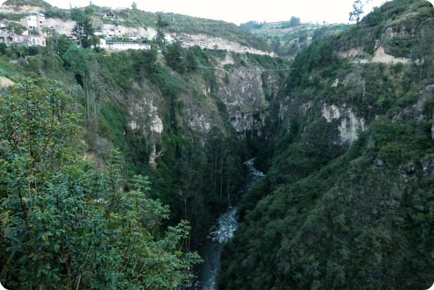 rivière au Santuario de las Lajas de Ipiales