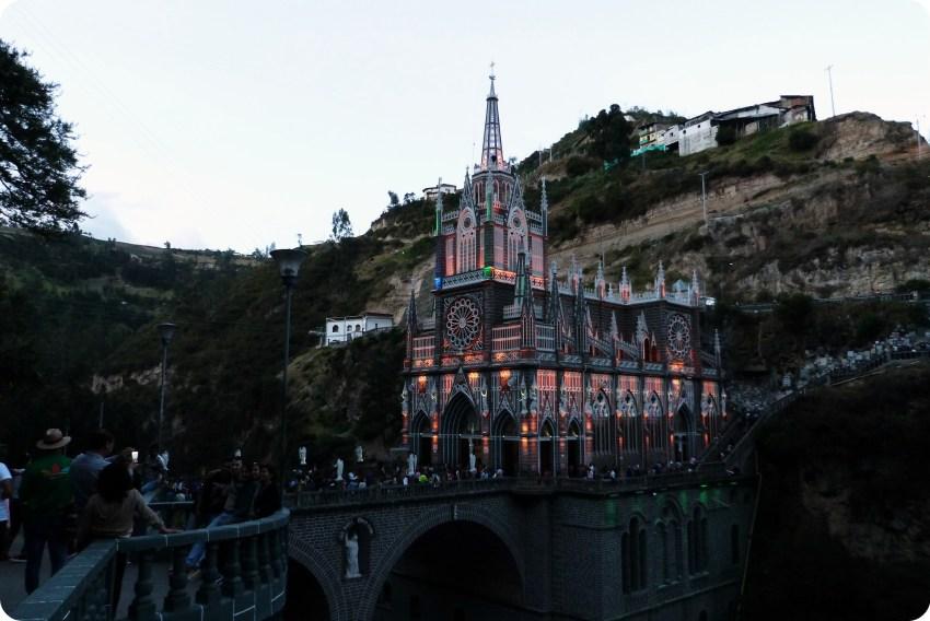 Le Santuario de las Lajas de Ipiales en orange