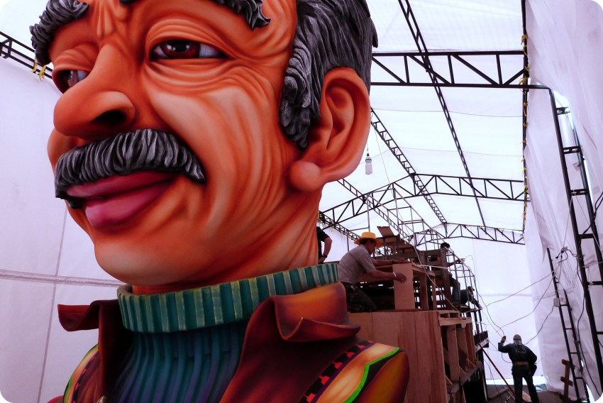 char dans son atelier du carnaval de Pasto