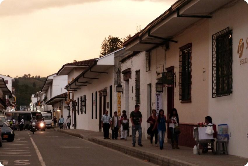 coucher de soleil sur la calle cuarta de Popayán