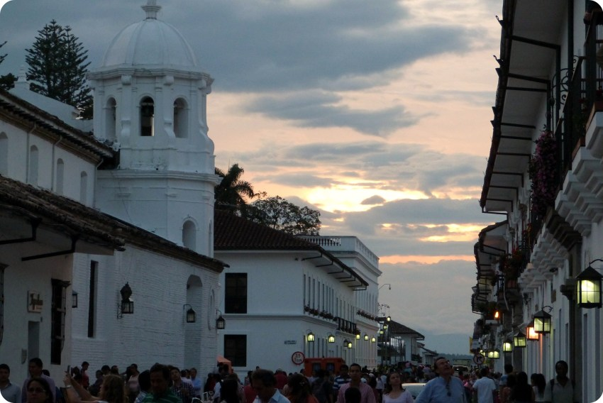coucher de soleil sur l'église Santo Domingo de Popayán