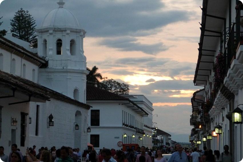 atardecer en la iglesia Santo Domingo de Popayán