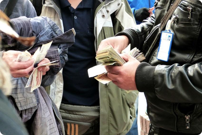 cambio de dinero en la frontera Colombia - Ecuador