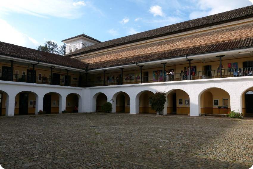 Patio del Colegio Mayor del Cauca de Popayán