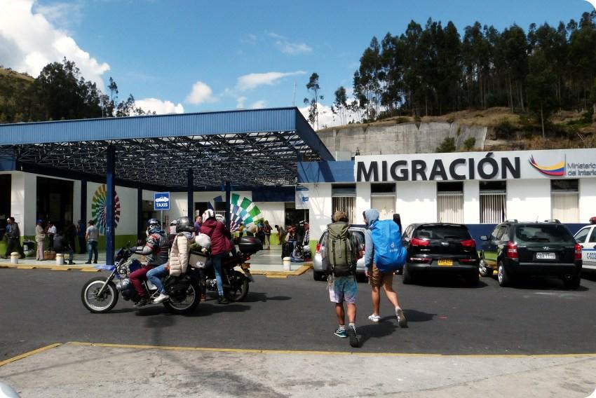 edificio de la migración en la frontera Colombia - Ecuador