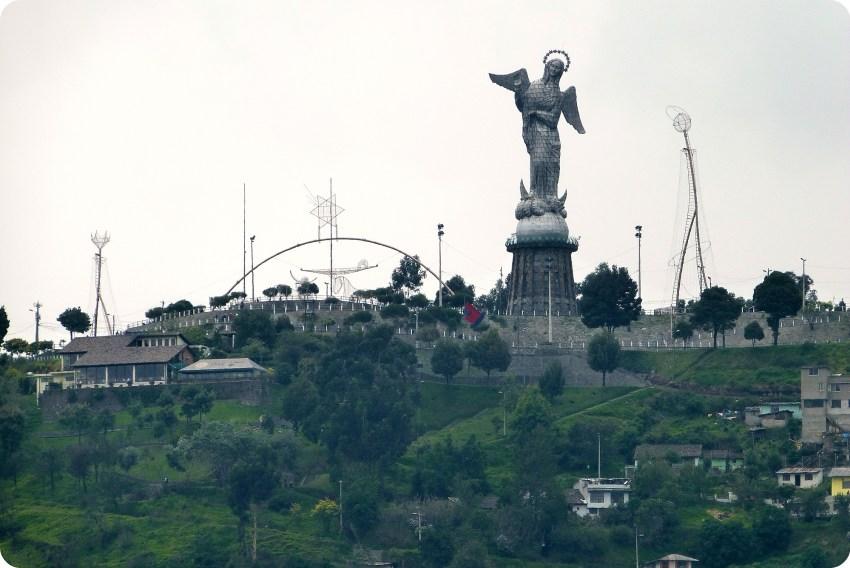 Zoom en la Virgen de Quito en el Panecillo