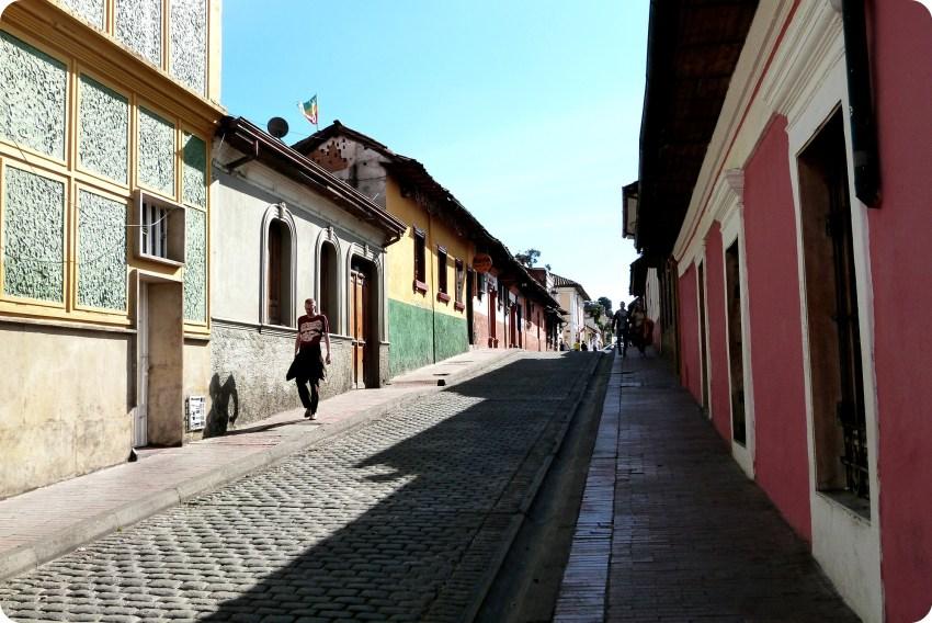 calle del barrio de la Candelaria de Bogotá