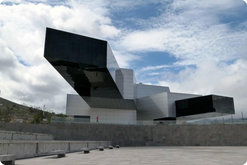 edificio de la unasur en la Mitad del Mundo de Quito