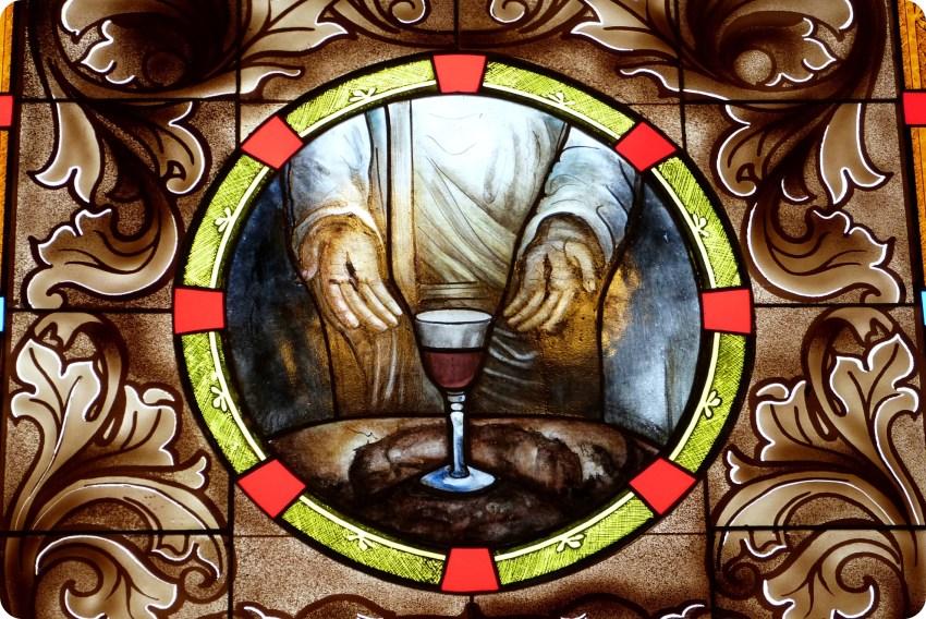 vitral al interior de la iglesia de la Mitad del Mundo de Quito