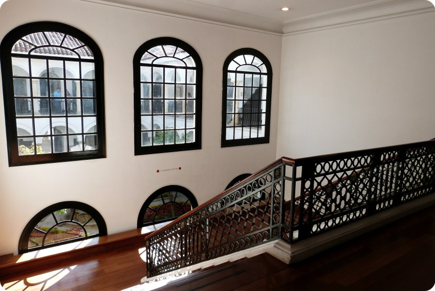 escaleras al interior del Museo Botero de Bogotá